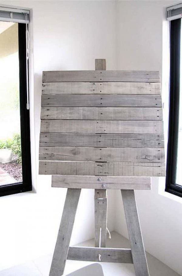 Easel From Recycled Pallet Slats
