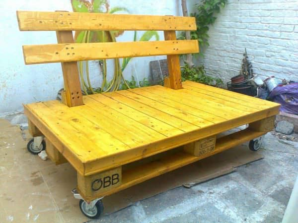 This Original Pallet Bench is simply made, but the design of the unusual backrest is eye-catching. Add casters and you're mobile!