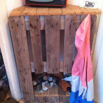 Pallet Corner Shoes Rack