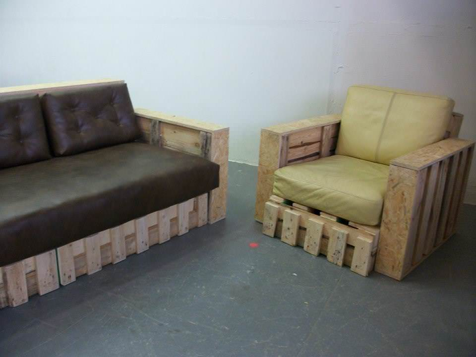 Pallet sofa armchair from repurposed pallets 1001 pallets for Pallet armchair