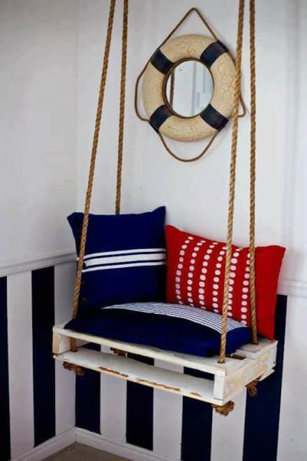 Pallet Swing for a Nice Boat Atmosphere