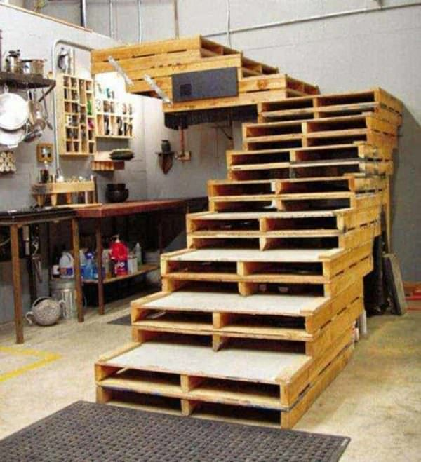 Wide, Sturdy, Attractive Pallet Stairs Pallet Staircase