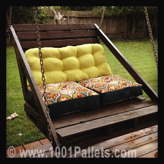 Patio Furniture Made with Pallets http://www.1001pallets.com/2013/01/porch-swing-from-pallets/