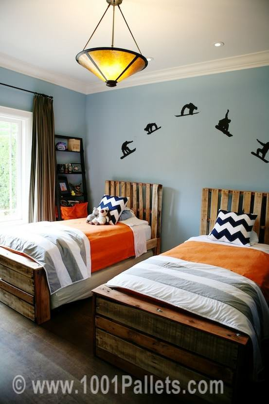 46443439877293323 hCKlBhKP c Pallet beds in pallet bedroom ideas  with Pallets Bed
