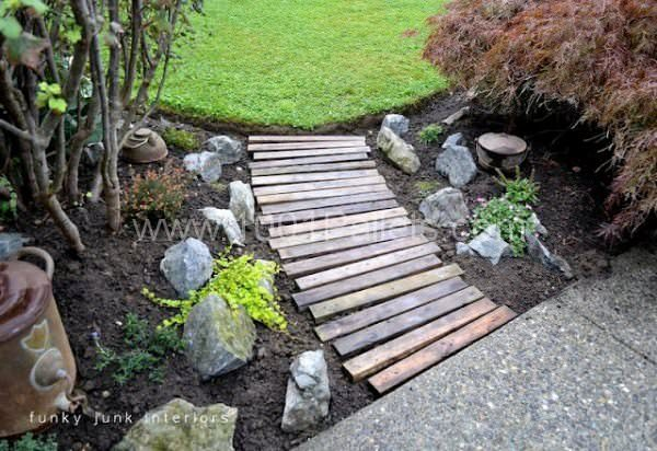 dsc 7448jpg 3eb5bc238468db8cb4db6619e00fbf39 600x412 DIY: Garden pallets walkway in pallet garden  with Pallets Garden DIY