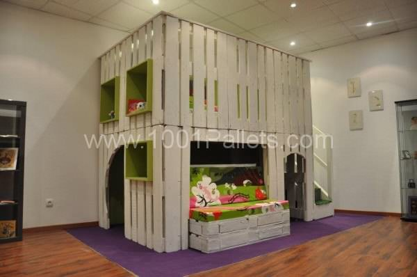 kid house from pallets0 600x398 DIY: Pallet kid house project in pallet bedroom ideas  with Pallets Kids House