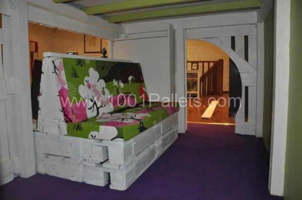kid house from pallets3 600x398 DIY: Pallet kid house project in pallet bedroom ideas  with Pallets Kids House