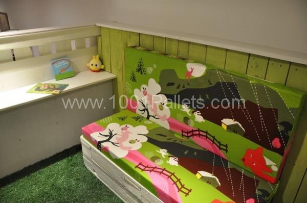 kid house from pallets6 600x398 DIY: Pallet kid house project in pallet bedroom ideas  with Pallets Kids House