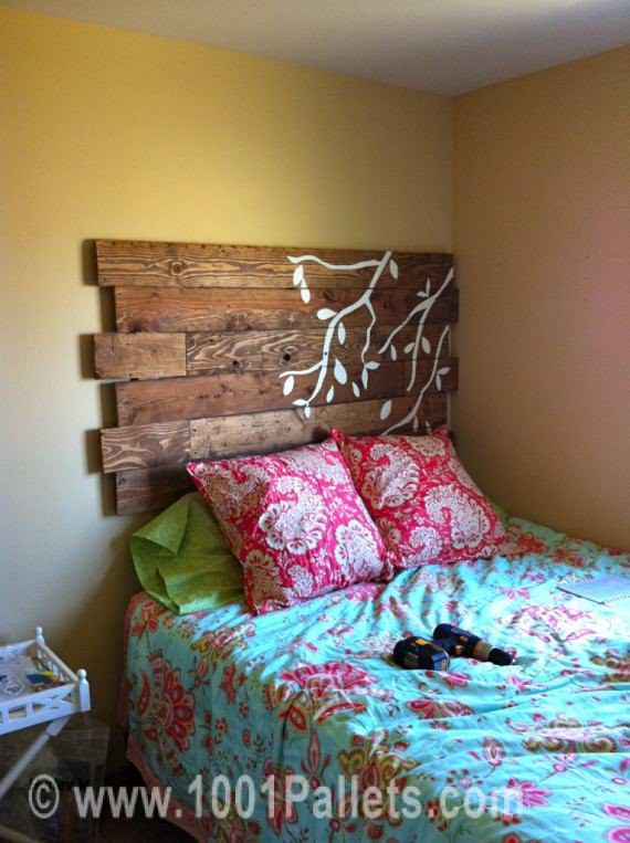 photobed Pallet headboard in pallet bedroom ideas  with Headboard