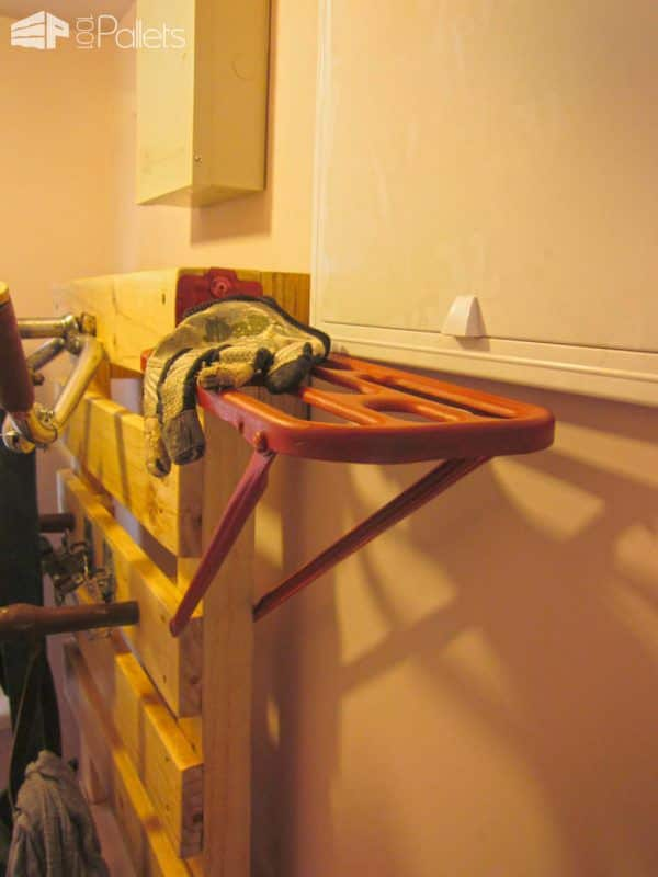 Custom Pallet Hanger For The Entrance Pallet Shelves & Pallet Coat Hangers