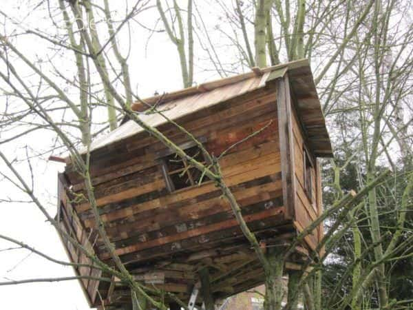 One Day, a Dad Promised His Daughter She Would Get a Pallet Treehouse Fun Pallet Crafts for Kids Pallet Sheds, Pallet Cabins, Pallet Huts & Pallet Playhouses