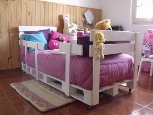 Toddler Pallet Bed From Repurposed Pallets DIY Pallet Bedroom - Pallet Bed Frames & Pallet Headboards