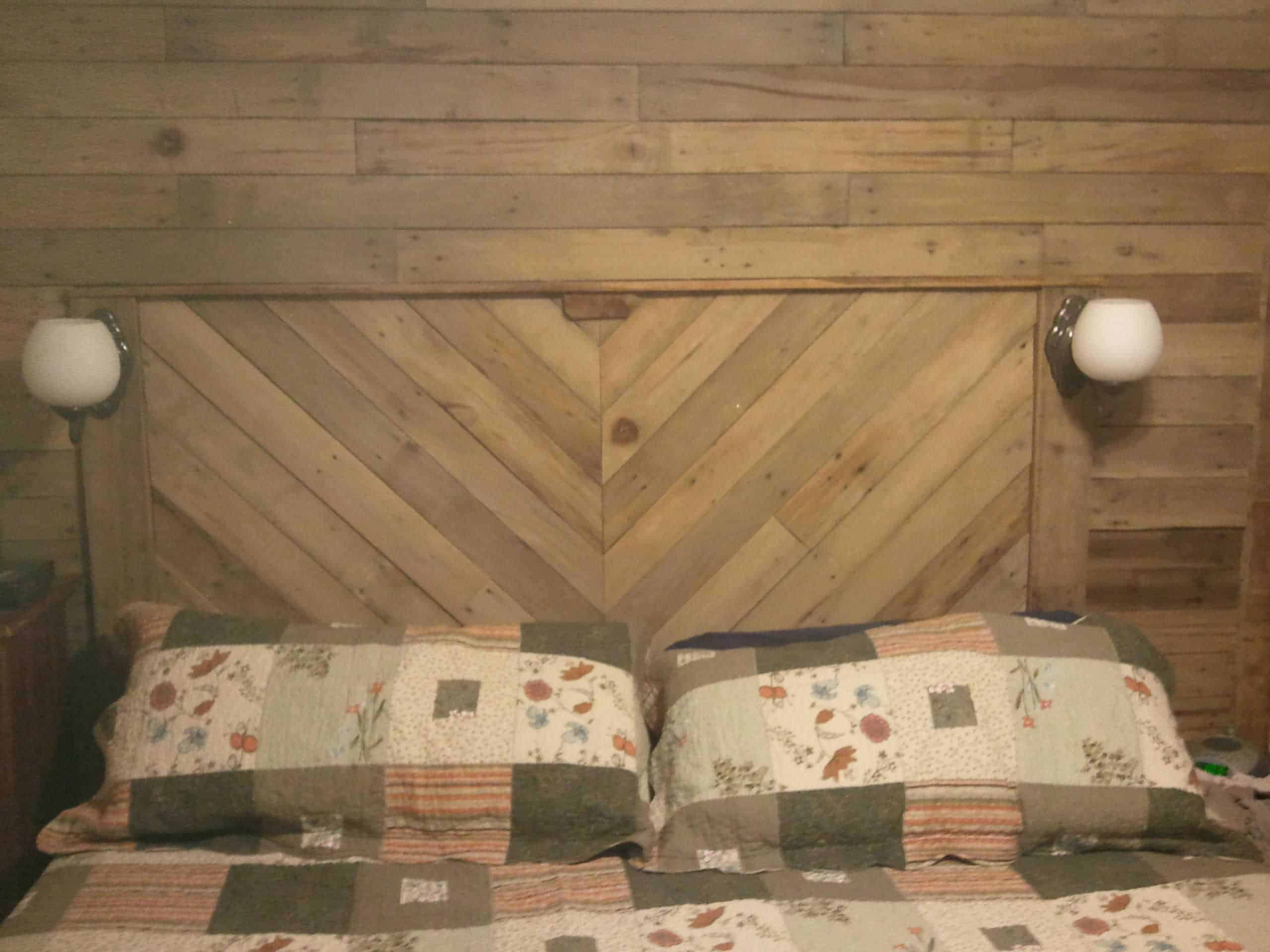 Built In Headboard built-in bed headboard & wall with recycled pallets • 1001 pallets