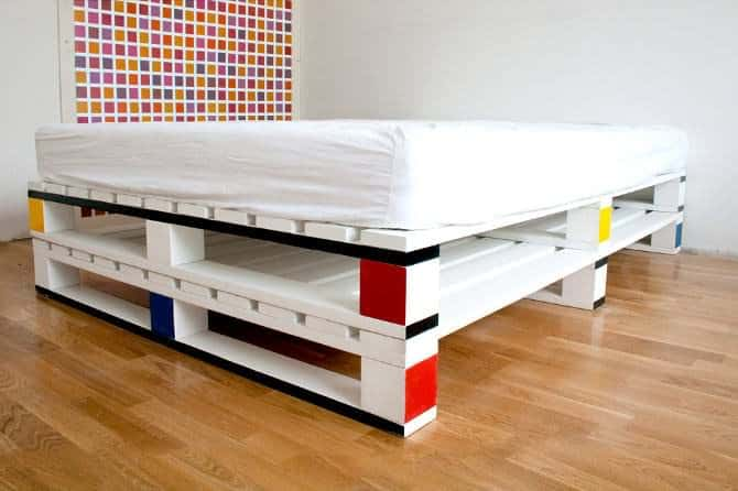 Mondrian-like Pallet Bed DIY Pallet Bedroom - Pallet Bed Frames & Pallet Headboards