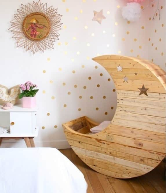 Moon cradle made out of wooden pallets 1001 pallets for Crafts made out of pallets