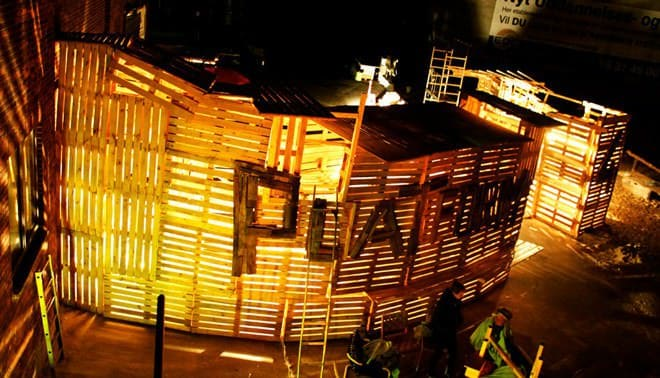 Pallet Installation: Platform 4 Pallet Store, Bar & Restaurant Decorations