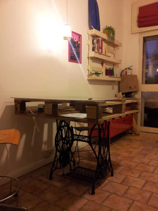 Pallet & Sewing Machine Table Pallet Desks & Pallet Tables