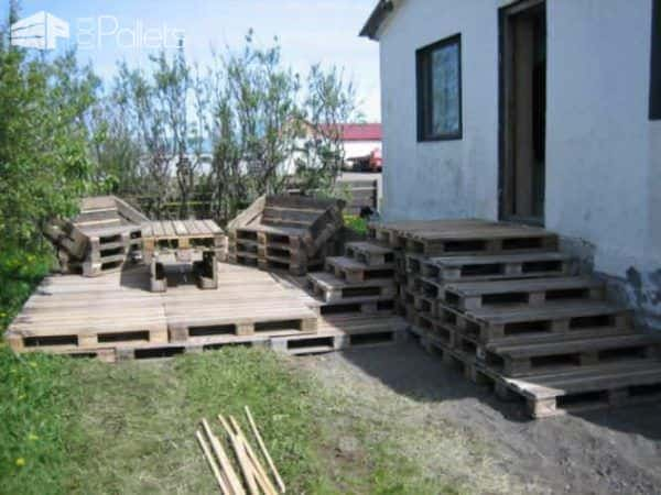 Terrace Made of 163 Recycled Pallets 1