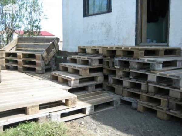 Terrace Made of 163 Recycled Pallets 2