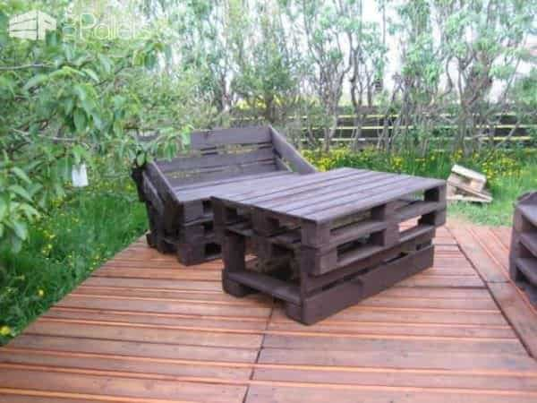 Terrace Made of 163 Recycled Pallets 5