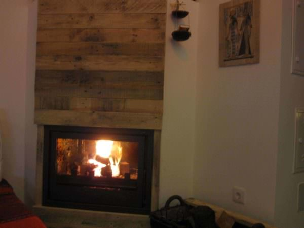 Fireplace Decor With Pallet Planks Pallet Walls & Pallet Doors