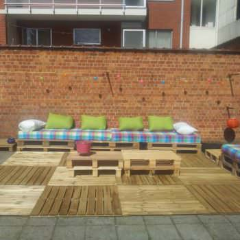 How To Transform A Courtyard With Pallets