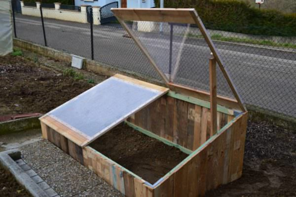 Pallet Greenhouse For 10$ Pallet Planters & Compost Bins