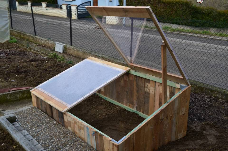 Pallet greenhouse for 10 1001 pallets for Making a small greenhouse