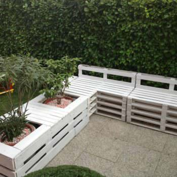Pallet Sofa & Planter in the Garden
