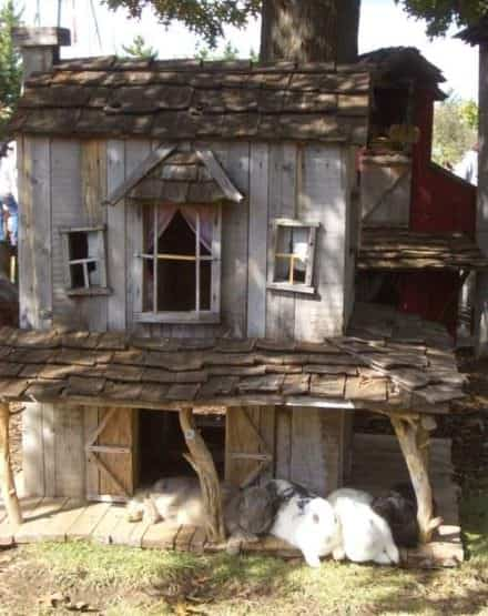 Rabbit House Out of Recycled Pallets
