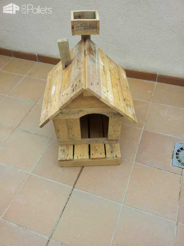 Dog House Made Of Reclaimed Pallets Animal Houses & Supplies