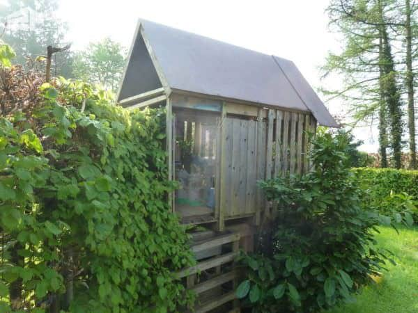 Kids Hut Made Out Of Recycled Pallets (And With Toboggan) Fun Pallet Crafts for Kids Pallet Sheds, Cabins, Huts & Playhouses