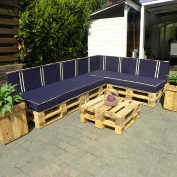 Lia En Jancito - Outdoor Sofa Set From Repurposed Pallets