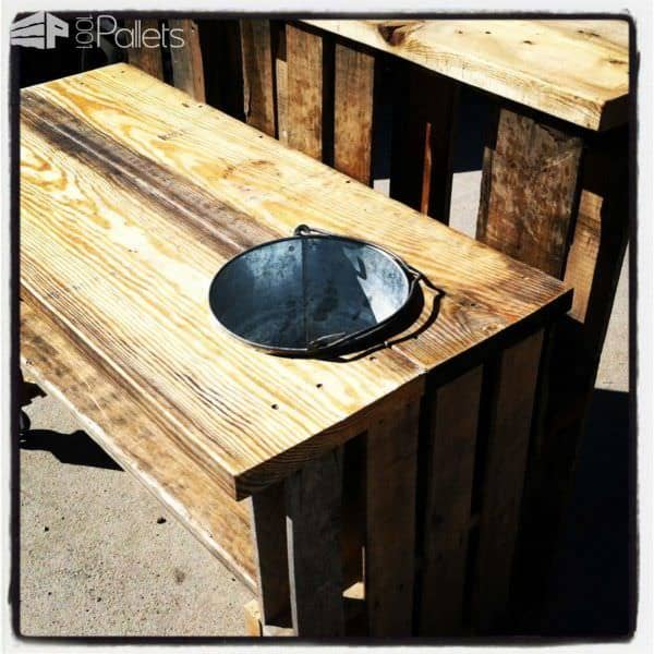 One of several Bucket Pallet Bars that features a cut-out in the top that holds a galvanized pail - so you can keep your beverages icy cold!