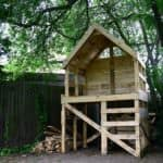 Upcycled Pallet Into Raised Hut