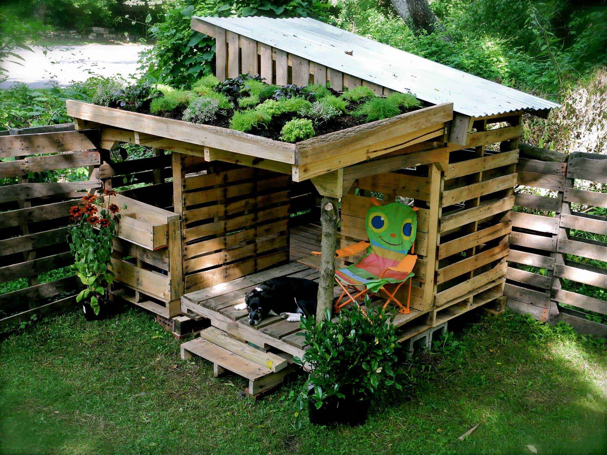Eli 39 s pallet shack 1001 pallets Make your own shade house