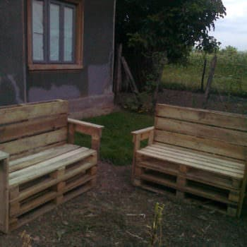 Garden Benches From Reclaimed Wooden Pallets