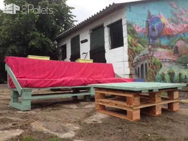 Pallet Garden Set (Sofa + Coffee Table) Pallet Coffee Tables Pallet Sofas Pallets in The Garden