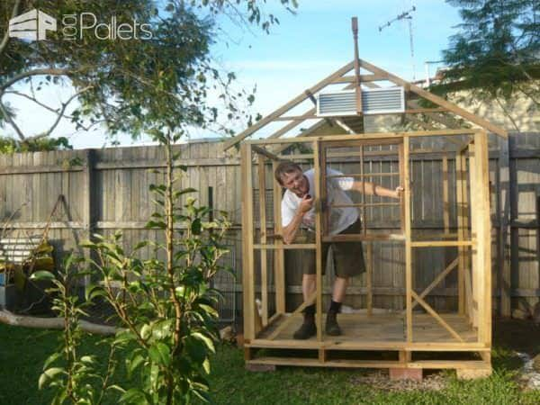 Cheery Pallet Chicken House1