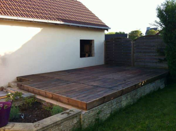 Terrace Made With 24 Recycled Pallets Pallet Terraces & Pallet Patios