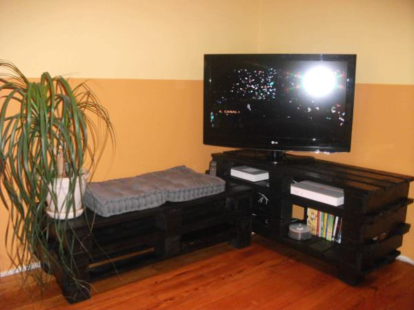 Tv Stand From Wooden Pallets Pallet TV Stand & Rack