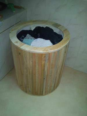 Laundry basket from pallets / corbeille a linge