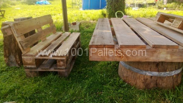 WP 20130428 016 600x337 Pallets Garden set / Salon de jardin en palettes in pallet garden  with Table Pallets Garden Bench