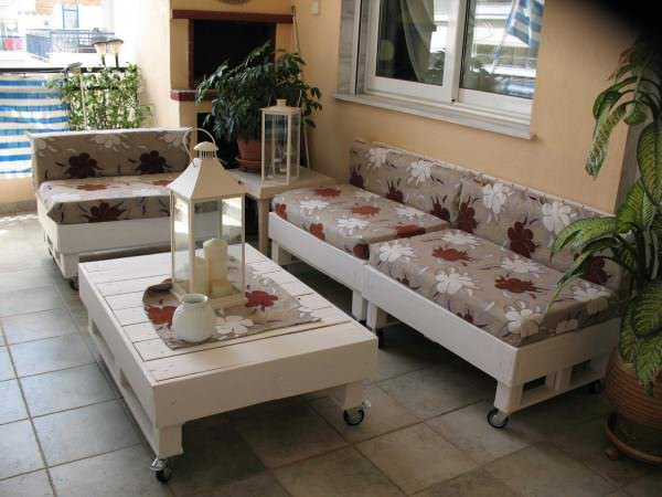 jpg1 600x450 Sofa from pallets in pallet home decor pallet lounge pallet living room  with Sofa Pallets Lounge