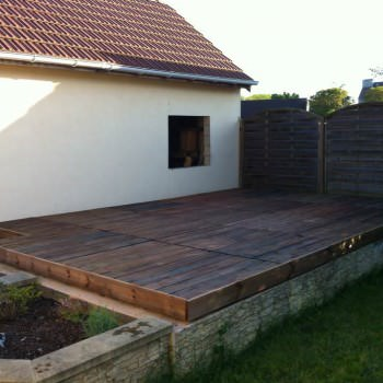 Terrace Made With 24 Recycled Pallets
