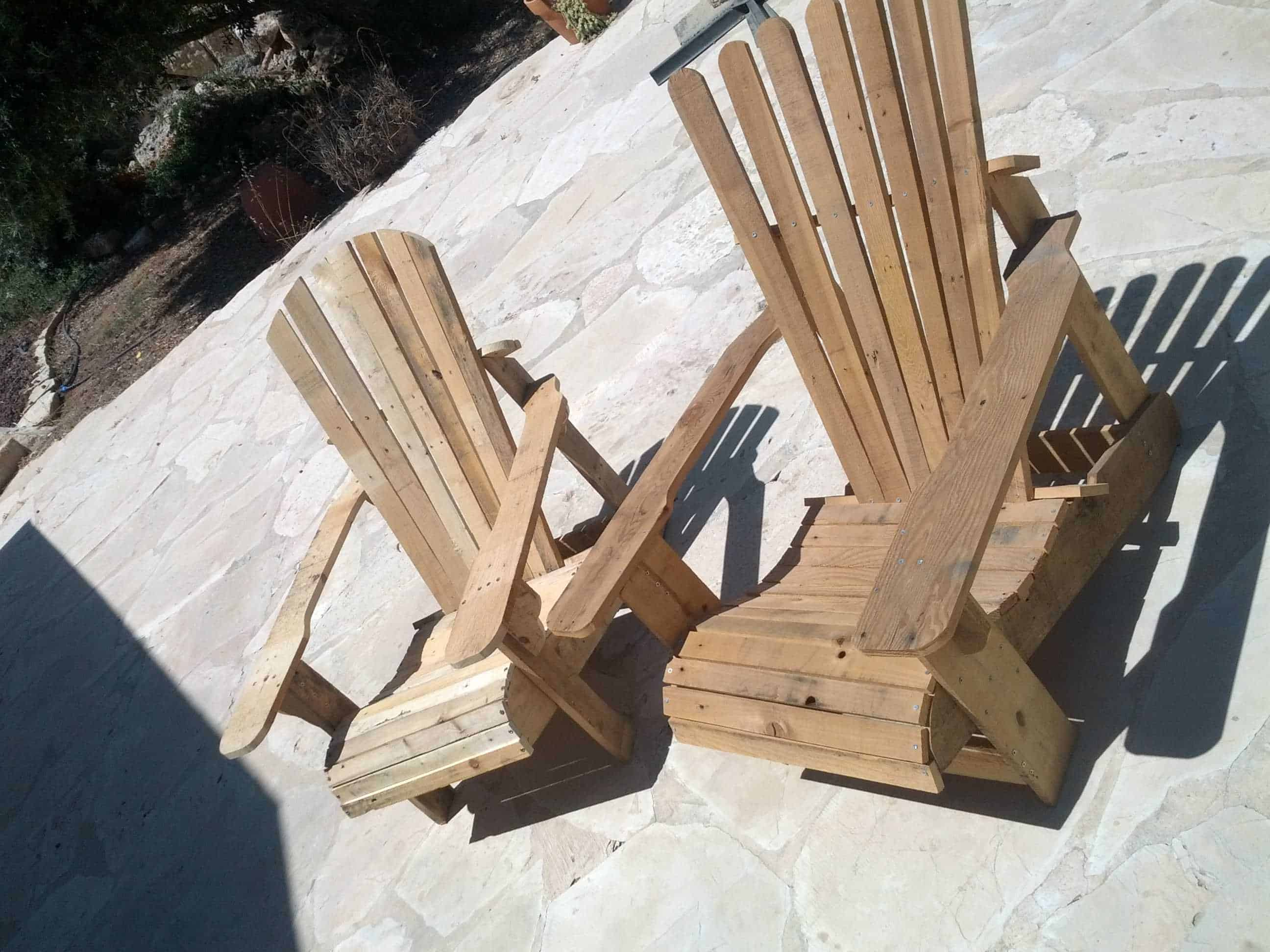 Adirondack pallet chairs 1001 pallets for Palette bois deco