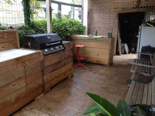 My Bar & Grill Made Out Of Recycled Pallets DIY Pallet Bars