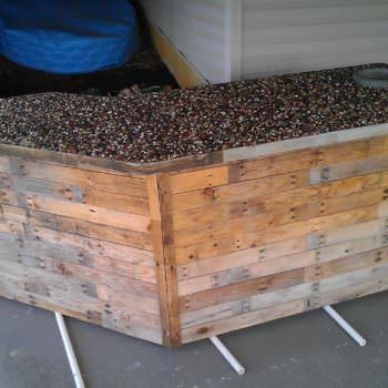 Outdoor Bar Made From Pallets & Pebbles