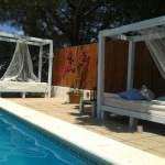 Pallet sofas for a swimming pool