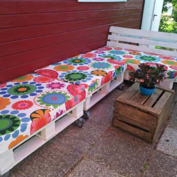 Outdoor Pallet Lounge